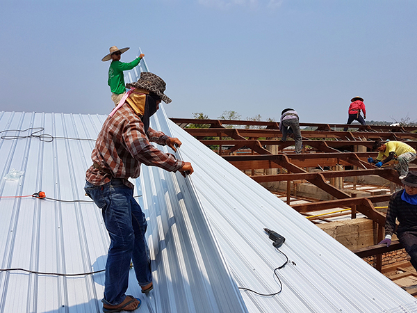 Composite or Metal? Commercial Roofing Choices
